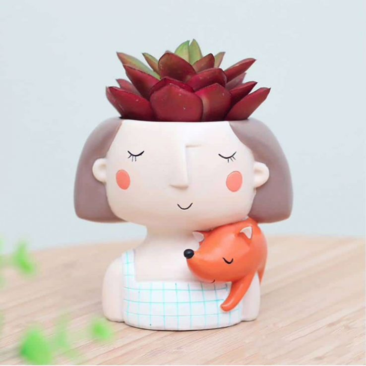 GIRL WITH ANIMAL RESIN POT CODE-RESIN-7Q1
